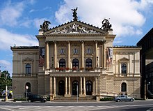 <span>FULL </span>220px-Státní_opera_in_Prague,_2010